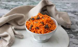 Grated Carrot Salad with Raisin
