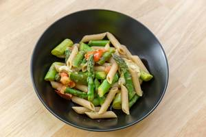 Green asparagus with penne pasta, tomato and mozzarella