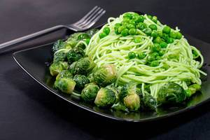 Green spaghetti with peas and brussels sprouts (Flip 2019)