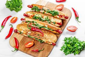 Grilled hot dogs with fresh vegetables, herbs and chili peppers (Flip 2019)