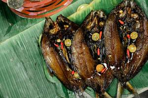 Grilled milkfish served on banana leaves