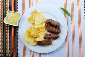 Grilled minced meat rolls with fried potatoes and mustard (Flip 2019)