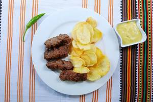 Grilled minced meat rolls with fried potatoes and mustard