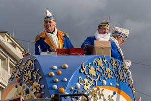 Große Braunsfelder beim Rosenmontagszug - Kölner Karneval 2018