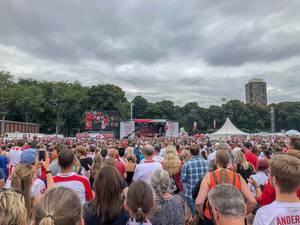 Große Menschenansammlung vor der Bühne bei der 1. FC Köln Saisoneröffnung 2018/2019