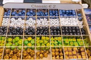 Große Spielewürfel in verschiedenen Variationen