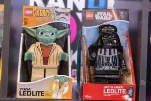 Große Star Wars Lego Figuren Yoda und Darth Vader als LED Taschenlampe