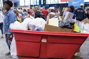 Großer, offener Müllcontainer