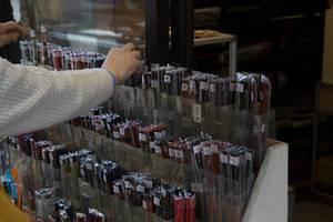 Großes Angebot an Fächern in einem Geschäft in Tokyo