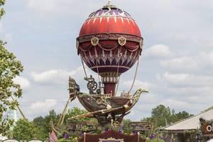 Großes aufblasbares Luftschiff am Tomorrowland Festival in Boom, Belgien