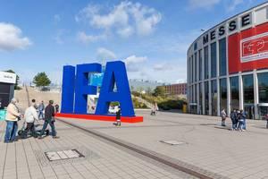 Großes IFA Logo zur Industriemesse am Messedamm in Berlin - Westend