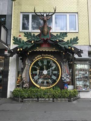 Größte Kuckucksuhr der Welt in Wiesbaden