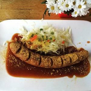Guten Appetit! ;-) #foodporn #food #currywurst #treppchen #köln #koellelive #thisiscologne #yummy #instafood #german #kraut