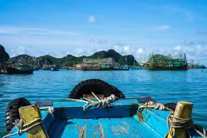 Ha Long Bay Boat Trip in Vietnam