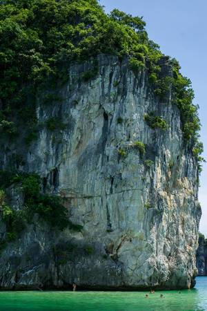 Ha Long Bay Scenery