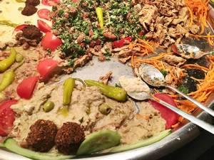 Habibi Falafel-Platte