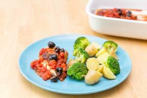 Hähnchenbrust in Oliven-Tomaten-Soße mit Brokkoli und Kartoffeln und Ahornsirup-Soße