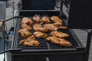 Hähnchenfleisch auf dem Grill