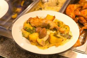 Hähnchenkeule mit Lauchsauce und Kartoffeln