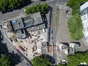 Hahnentor und Baustelle am Rudoflplatz von oben im August 2017