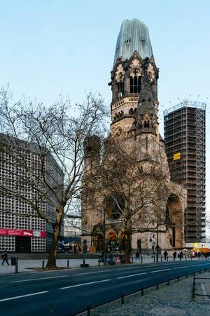 Halb ruinierte Kaiser Wilhelm Gedächtnis Kirche am Breitscheidplatz in Charlottenburg, Berlin
