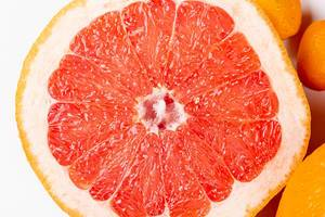 Half of a ripe grapefruit, close-up (Flip 2020)