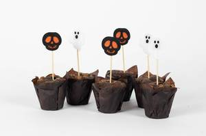 Halloween Muffins with skulls and ghosts