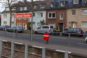 Haltestellenschild der Kölner Verkehrsbetriebe an der Eupener Straße
