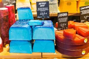 Handgefertigte Seifen von Lush - Outback mate und Karma