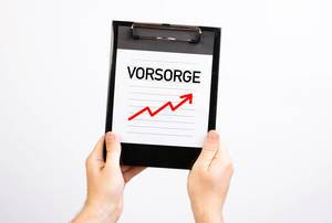 Hands showing paper with Vorsorge text