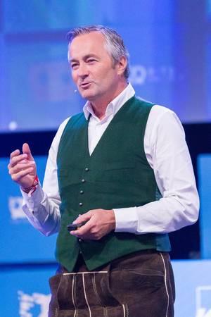 Hannes Ametsreiter - Vodafone Deutschland während einer Rede beim Bits & Pretzels Festival 2018