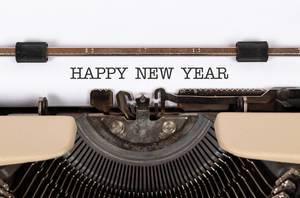 Happy New Year mit einer alten Schreibmaschine geschrieben
