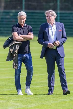 Harald Schumacher und Armin Veh unterhalten sich