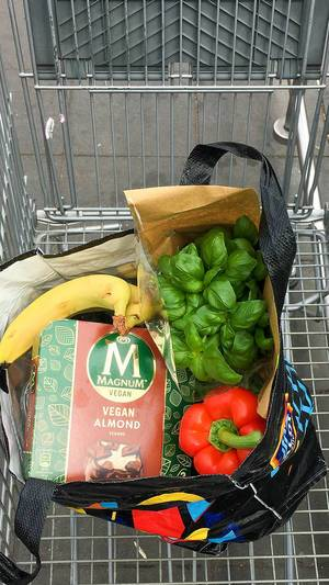 "Healthy groceries in a shopping cart and the vegan ice cream ""Magnum vegan almond"" from Aldi South"