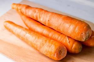 Heimisches Gemüse: vier Möhren als gesunde Beilage