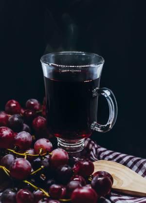 Heißes Traubengetränk