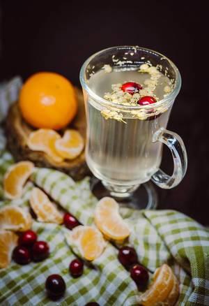 Heißgetränk mit Kamille und Mandarine