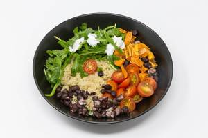 Hello Fresh - Quinoa with aragula with sour cream dip , black beans, cherry tomatos and sweet cinnamon potatoes in black bowl