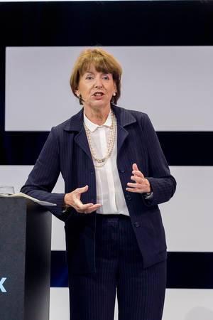 Henriette Reker begrüßt die Teilnehmen der Digital X in Köln als Oberbürgermeisterin