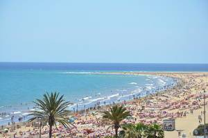 High Point Photo of crowded Beach with blue Sky in Playa del Ingles, Gran Canaria