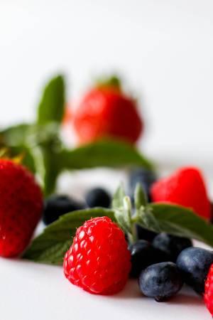 Himbeeren und Erdbeeren