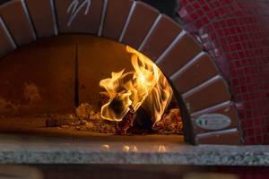 Holzofen für Pizza in einer Pizzeria in Moskau