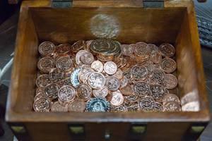 Holzschachtel mit LARP Münzen