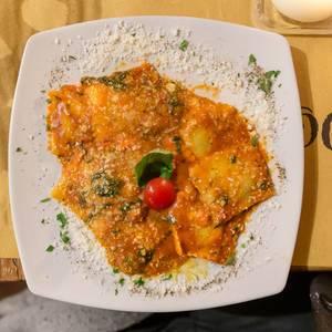 Home made italian ravioli at Mimi e Cocos wine bar in Rome