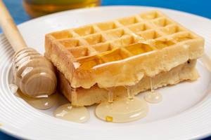 Homemade Waffles with Honey (Flip 2019)