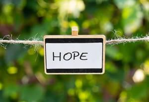 Hope geschrieben auf einer weißen Tafel