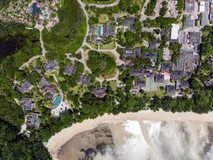 Hotelanlage Constance Ephelia Resort auf der Seychelleninsel Mahé mit Port Launay Strand am Indischen Ozean, aus der Vogelperspektive