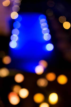 Hotelpool mit Lampions bei Nacht