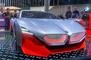 Hybrid sports car by BMW: Vision M Next with wing doors and all-wheel drive with 600 PS