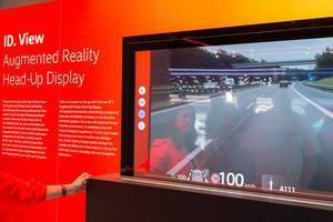 ID. View Augmented Reality Head-up Display: AR Projektion von Informationen auf die Windschutzscheibe